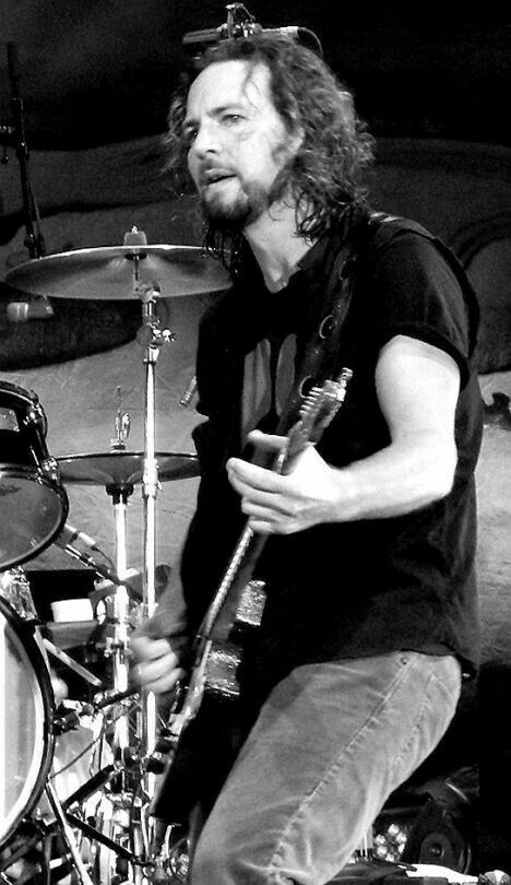 Pin By Cathy Anola On Rock Musicians Eddie Vedder Pearl Jam