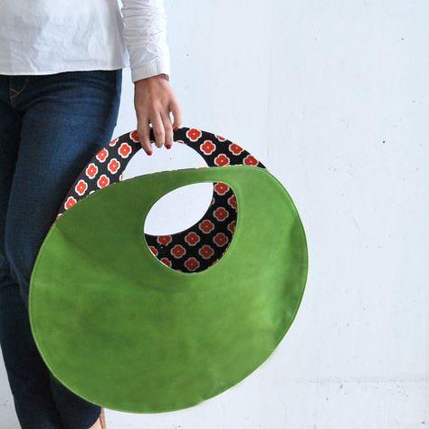 Green Large tote, circle leather handbag, clutch bag, black green everyday tote circle bag - Bags and Purses 👜 My Bags, Purses And Bags, Large Leather Tote Bag, Leather Totes, Fabric Bags, Large Bags, Large Tote, Handmade Bags, Leather Craft