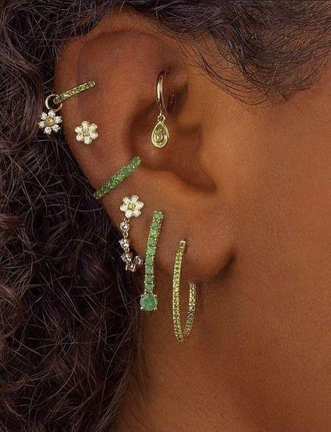 Ear Jewelry, Cute Jewelry, Body Jewelry, Jewelry Accessories, Jewellery, Hippie Jewelry, Jewelry Trends, Green Earrings, Cute Earrings