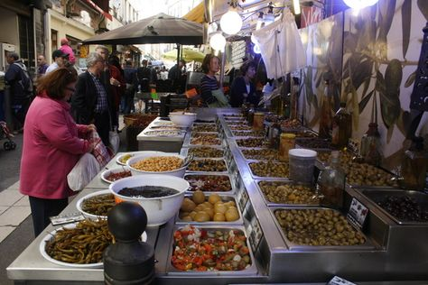 """""""5 Helpful Travel Tips for the Wandering Vegetarian by the Corliss Group Tour Packages Tips"""" Read More: http://corlisstravel.livejournal.com"""
