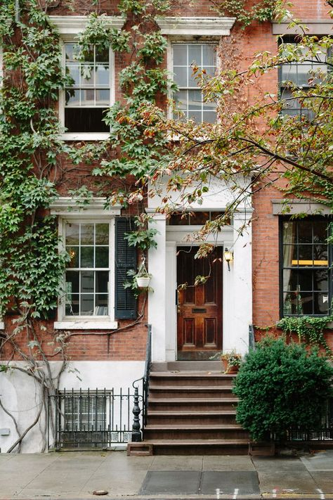 New York Real Estate Commission - Real Estate and Garage Wallpaper HD Brownstone Interiors, Nyc Brownstone, New York Townhouse, Townhouse Interior, Apartment Interior, New York Life, Nyc Life, City Life, Greenwich Village
