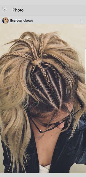 Semirecogido Con Tres Trenzas De Raíz Invertidas Y Coleta En La Capa Superior Y El Resto Del Pelo Ondulado Trenza Hair Styles Long Hair Styles Cool Hairstyles