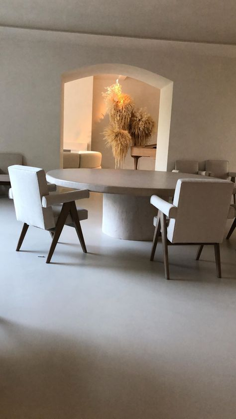 Kim Kardashian and Kanye West share photos inside of their home in Calabasas, California Home Design, Interior Design, Interior Architecture, Minimalist Interior, Minimalist Home, Minimalist Furniture, Kanye West, Kim Kardashian Home, Kardashian Wedding