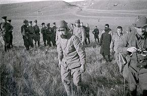 1939年、ノモンハン事件において、ソ連軍将兵と写る兵(捕虜)   大 ...