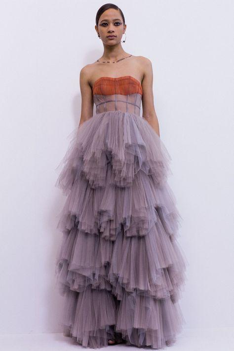 Petite Fashion Tips .Petite Fashion Tips Christian Dior Couture, Christian Lacroix, Christian Dior Dress, Haute Couture Fashion, Runway Fashion, High Fashion, Fashion Show, Fashion Design, Petite Fashion
