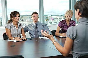 Welche ungewöhnlichen Fragen wurden Ihnen schon im Jobinterview gestellt?  Hier 10 aktuelle Beispiele: http://karrierebibel.de/plauderstunde-10-ungewoehnliche-fragen-im-vorstellunggespraech/