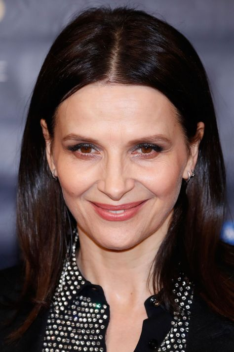 Juliette Binoche Poses during the 23rd Lumieres Awards ceremony in Paris 6a36f8f964