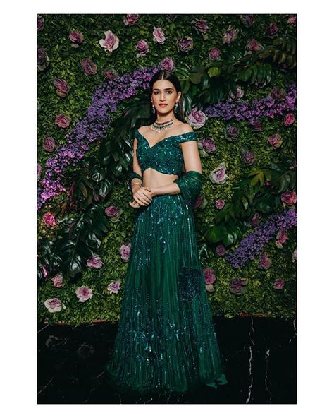 Last night saw a bevy of Indian beauties from #SaraAliKhan, #JanhviKapoor, #DianaPenty, #KritiSanon to #VaaniKapoor put their sartorial…