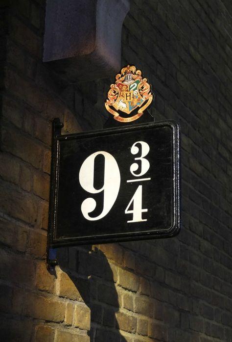 Magical Making of Harry Potter at Warner Bros. Studio Tour London - The Making of Harry Potter - Platform 9 . Studio Tour London - The Making of Harry Potter - Platform 9 . Harry Potter Tumblr, Images Harry Potter, Making Of Harry Potter, Mundo Harry Potter, Harry Potter Studios, Harry Potter Films, Harry Potter Love, Harry Potter Fandom, Harry Potter Universal
