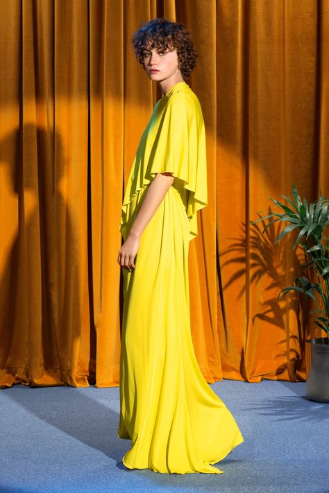 See the complete Stella McCartney Resort 2018 collection.