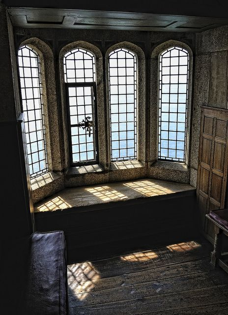 """reminds me of Blanche's Room in """"The Pendragon's Heir"""" Medieval Alcove, St. Michael's Mount, Cornwall photo via midnight ~Architecture from the past Future House, My House, St Michael's Mount, Interior Exterior, Hall Interior, Mansion Interior, Palaces, Tudor, Ramen"""