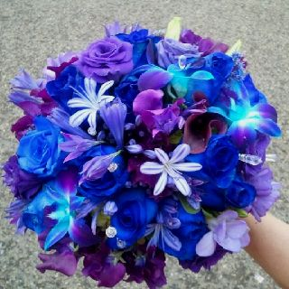 Blue bridal bouquet. Flowers in the park. This is where my sister works! Isn't she amazing! x