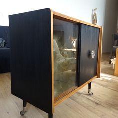 Epingle Par Marie Lekim Sur Relooking Bar 70 S Mobilier De Salon Relooker Meuble Meuble