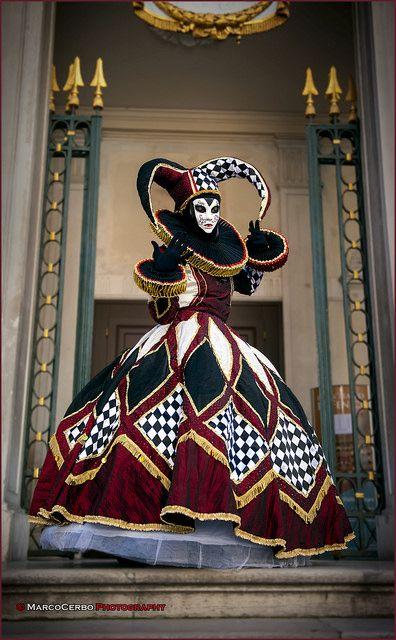 Harlequin-style masker at Carnivale 2014 - Venice, Italy Venetian Carnival Masks, Carnival Of Venice, Venetian Masquerade, Masquerade Party, Venice Carnival Costumes, Masquerade Ball Costume, Venetian Costumes, Masquerade Outfit, Masquerade Dresses