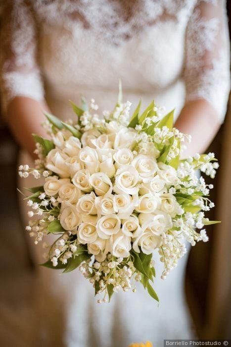 Bouquet Sposa Tradizione.Bouquet Classico Da Sposa Con Roselline Bianche Matrimonio Nozze
