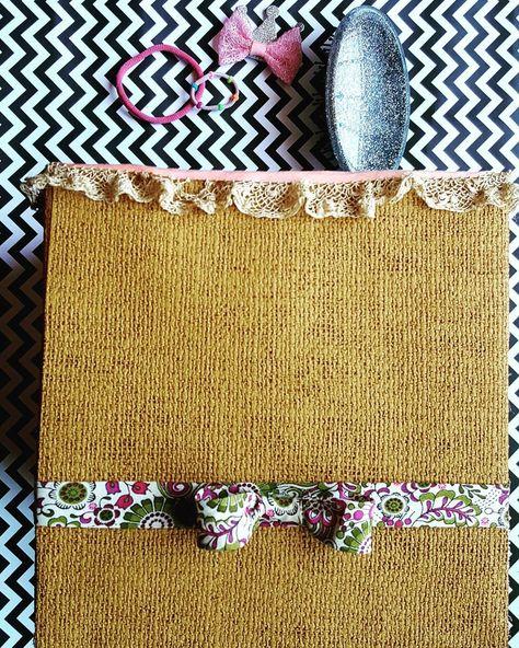 #creandoando --》 con unos pedacitos de cintas adornamos la caja de peinar.. . . . #manualidades #hechoamano #dise #arte #artesania #decoracion #handmade #diy #artesanias #decoupage  #hechoconamor #amor  #crafts #craft #art #deco #creatividad #argentina  #regalosoriginales #madera #cordoba #chuletas #peines #peinar #peinados #cepillo