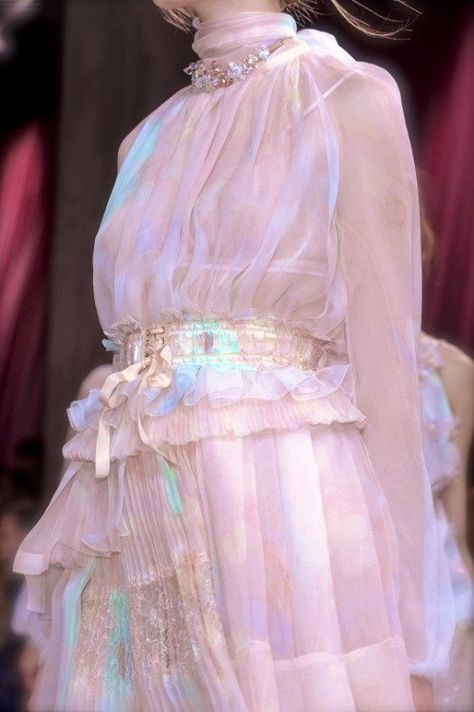 Nina Ricci at Paris Fashion Week Spring 2011 - Details Runway Photos Couture Fashion, Runway Fashion, Fashion Art, High Fashion, Fashion Beauty, Fashion Show, Fashion Outfits, Fashion Design, Fashion History