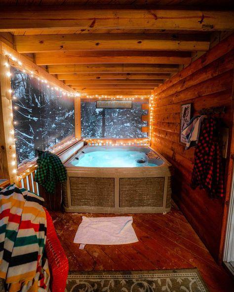 Cozy hot tub in an enclosed cabin porch – Backyard Hot Tub Deck, Hot Tub Backyard, Hot Tub Gazebo, Rustic Hot Tubs, Cabin Hot Tub, Whirlpool Deck, Hot Tub Room, Cabin Porches, Cabin Interiors