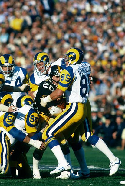 Los Angeles Rams Hall Of Fame Defensiive End Jack Youngblood Rushes Nfl League Nfl Football Teams Rams Football