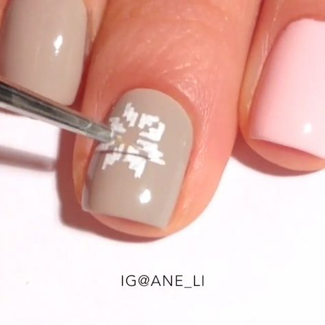 --Video Pin-- This embroidery design looks so cute on pastel nail colors! So pretty!