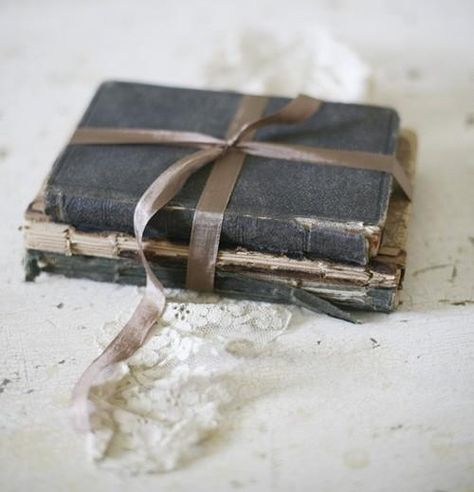 ❥ old books are perfect for decorating.
