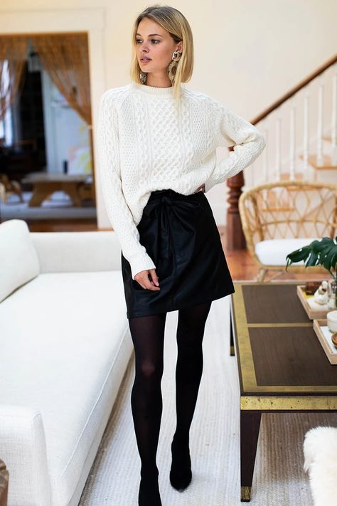 Black Tights Outfit, Winter Skirt Outfit, Leather Tights, Black Leather Skirts, Simple Fall Outfits, Winter Fashion Outfits, Parisian Chic Style, Leggings Fashion, Vegan Leather