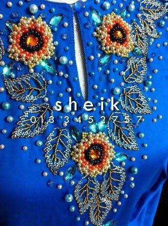 Busana Kurung Blue Ini Di Design Dengan Tema Flora Dan Fauna Iaitu Bunga Matahari Dengan Dedaun Di Bahagian Leher Selain Bunga Mat Bunga Matahari Bunga Flora