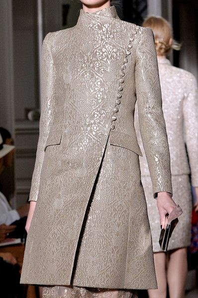 Valentino at Couture Fall 2011 - Details Runway Photos