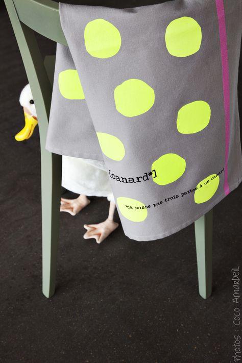 Torchon à pois fluo / tea towel neon dots  © la cerise sur le gâteau - Anne Hubert - photo: Coco Amardeil