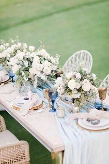 Elegant Wedding Centerpiece Idea White And Blue Floral Wedding Centerpieces Westdrift Manhatta Beachside Wedding Wedding Floral Centerpieces Coastal Wedding