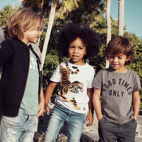 Join us on a sunny expedition of Spring style with wild animals, bright colors and comfy-cool jersey! H&M Kids