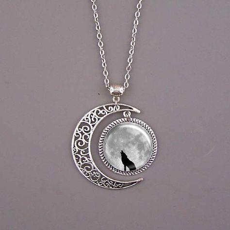 Collar de lobo, lobo joyería, colgante de lobo, nubes oscuras colgante, luna collar, colgante de arte imagen personalizada