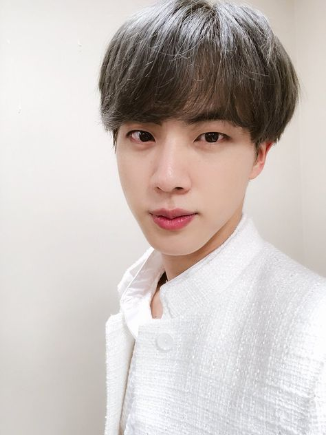 """gentle and kind photos of seokjin: a thread"" Vlive Bts, Jungkook Jeon, Bts Twt, Bts Bangtan Boy, Seokjin, Hoseok, Park Ji Min, Jung Kook, Foto Bts"