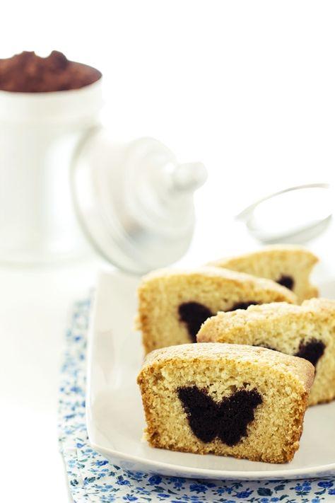 Sembra il classico plumcake ma questa versione nasconde una sorpresa.Un'idea per Halloween o per qualunque altra occasione, basta uno stampino per biscotti!