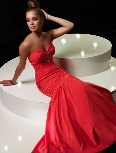 Red trumpet dress for quinceanera glamour