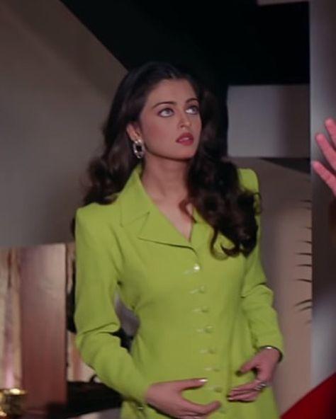 Aishwarya Rai Young, Aishwarya Rai Photo, Actress Aishwarya Rai, Aishwarya Rai Bachchan, Bollywood Actress, 90s Fashion, Indian Fashion, Vintage Fashion, Fashion Outfits