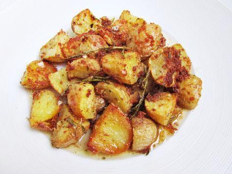 Patatas asadas con hierbas y queso parmesano