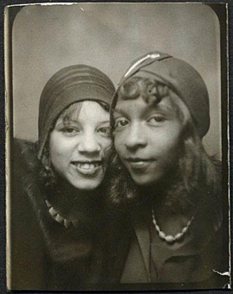 VINTAGE SELFIE– two fashionable African American women, 1920s
