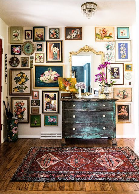 A gallery wall, or any large wall that displays an art collection is more than a. A gallery wall, or any large wall that displays an art collection is more than a trend in home decor. Where did the idea for the gallery wall come fro. Bedroom Vintage, Vintage Home Decor, Diy Home Decor, Vintage Interior Design, Vintage Bedroom Styles, Modern Interior, Vintage Homes, Vintage Room, Vintage Wall Decorations