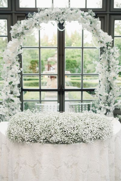 Sweetheart Table With Baby S Breath Decor 2020 White Wedding