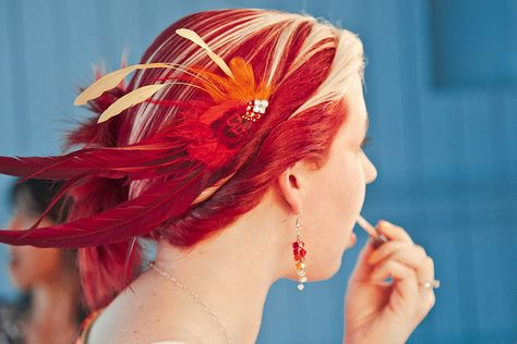 Amazing two-tone hair with matching two-tone fascinator