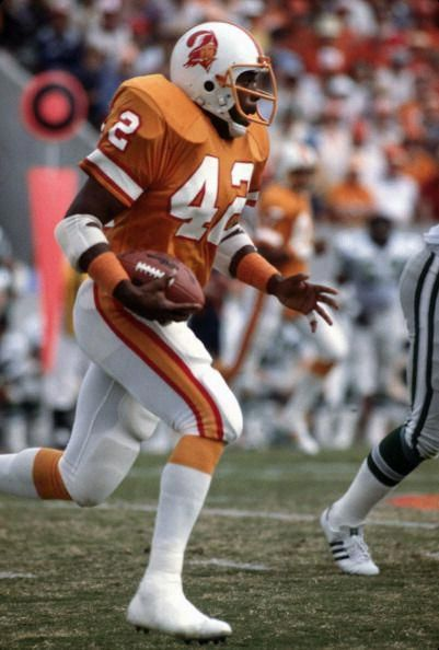 Ricky Bell Of The Tampa Bay Buccaneers 1979 Footballtips Buccaneers Football Tampa Bay Buccaneers Football Tampa Bay Buccaneers