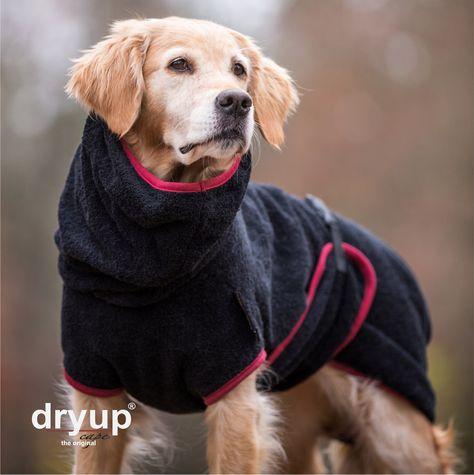 """""""DRYUP Cape BLACK"""" Trockencape - Hundebademantel ohne statische Aufladung Das Original DRYUP CAPE ist aus dem Naturprodukt 100%…"""