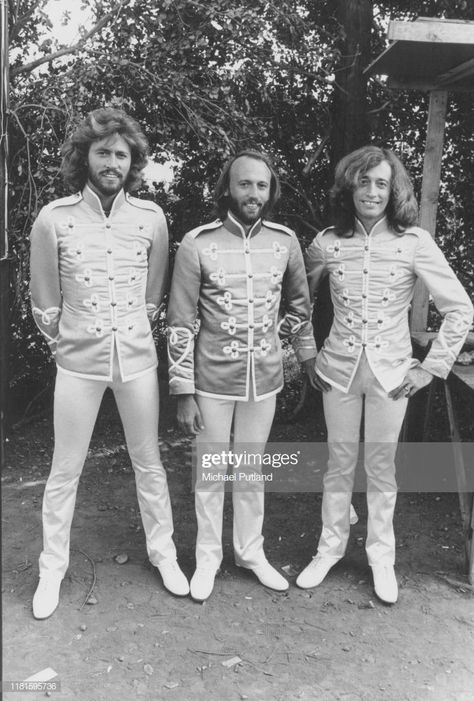 Nachrichtenfoto : Pop vocal trio the Bee Gees dressed in costume on...