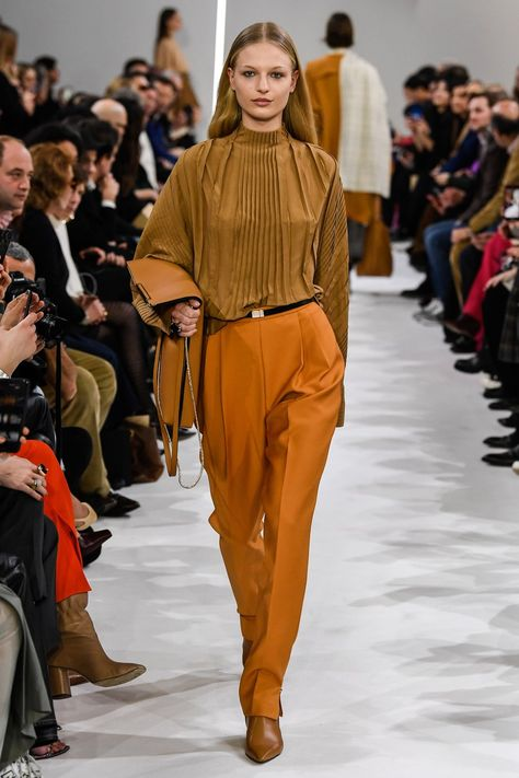 Giada Fall 2019 Ready-to-Wear collection, runway looks, beauty, models, and reviews.