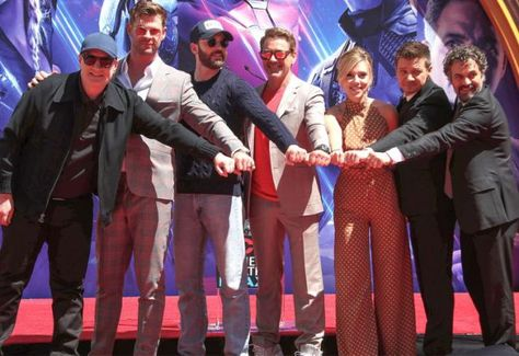 Chris Hemsworth Says the Avengers: Endgame Cast 'Truly Became Family': It Is Very 'Special'