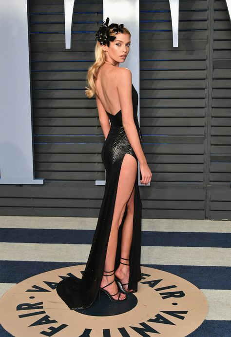 Stella Maxwell - Stella Maxwell Photos - 2018 Vanity Fair Oscar Party Hosted By Radhika Jones - Arrivals - Zimbio Stella Maxwell, Sexy Outfits, Sexy Dresses, Beautiful Dresses, Party Dresses, Modelos Fashion, Nina Agdal, Elegantes Outfit, Rene Caovilla
