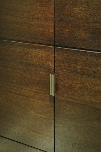 Joseph Giles round edge pulls in polished nickel on cabinet doors ...
