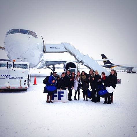 @ubcheer have arrived in Idaho! #HornsUp #BowlingBulls #ubuffalo Join us at: http://www.buffalo.edu/goubbulls.html