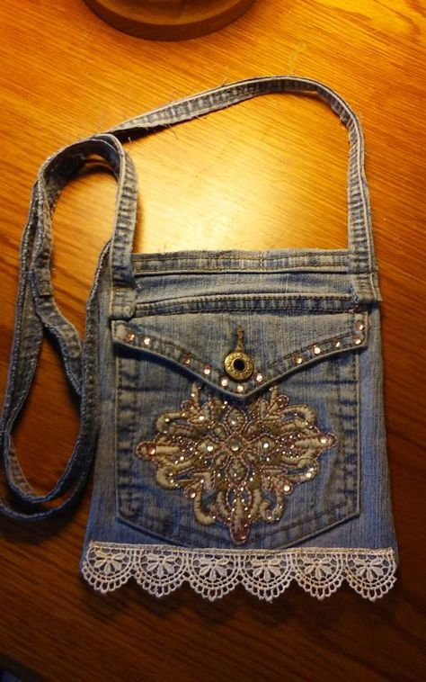 Items similar to Recycled jeans-cross body purse on Etsy Source by carolepaleyevan and purses crossbody Diy Jeans, Recycle Jeans, Denim Tote Bags, Denim Purse, Hip Purse, Blue Jean Purses, Denim Earrings, Denim Crafts, Jean Crafts